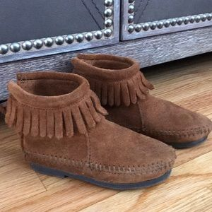Size 7 Toddler Dark tan Minnetonkas